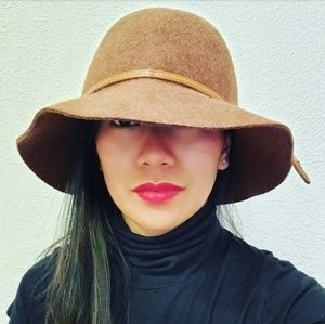 Black Saks Fifth Avenue Crusher Tan Hat
